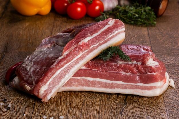 Carne de porco cru