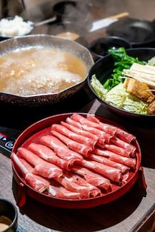 Carne de porco fatiada para o japonês shabu shabu e sukiyaki
