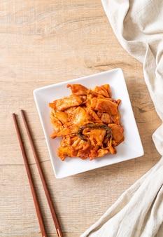 Carne de porco frita com kimchi - comida coreana