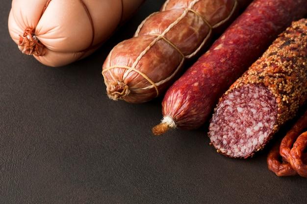 Carne de porco saborosa close-up em cima da mesa