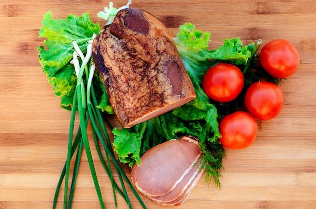 Carne de porco, tomates fumados cebolas