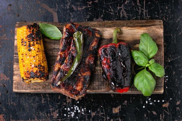 Carne e legumes para churrasco