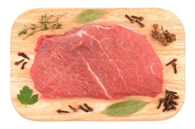 Carne em uma tábua de corte
