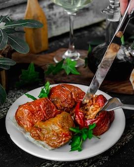 Carne embrulhada em legumes