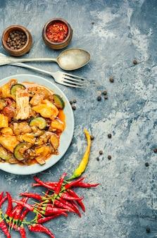 Carne estufada com berinjela