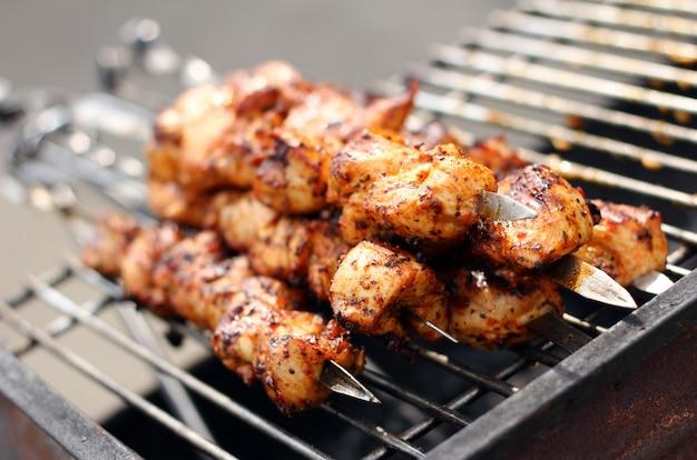 Carne fresca preparada em chamas