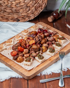 Carne frita batata cogumelos e legumes