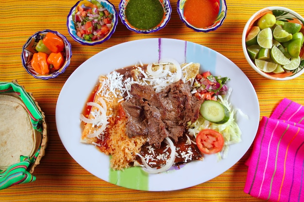 Carne grelhada mexicana estilo bisteck chili sauce