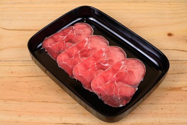 Carne magra de carne crua.