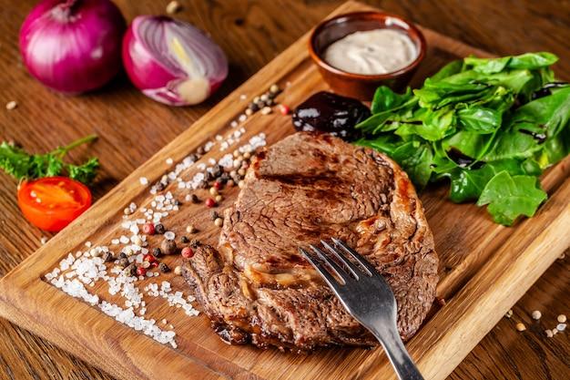Carne suculenta, bife de vitela.