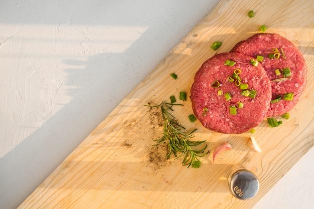 Carne temperada para hambúrguer