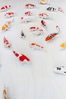 Carpas, peixe, ou, peixe koi, estátua, ligado, parede cimento, para, decorar, stucco, artesanato, de, carpas koi, peixe