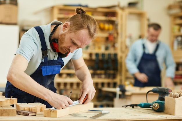 Carpinteiro contemporâneo