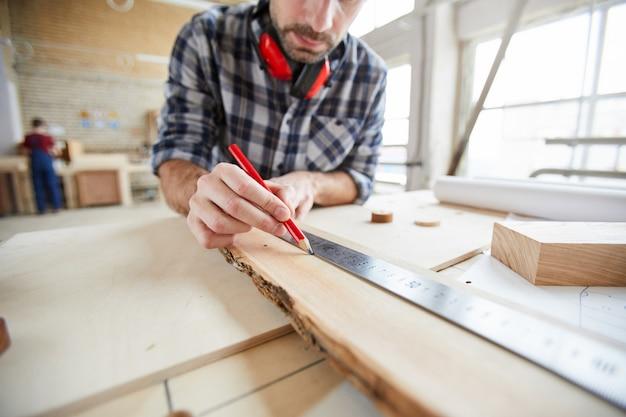 Carpinteiro de madeira de medição