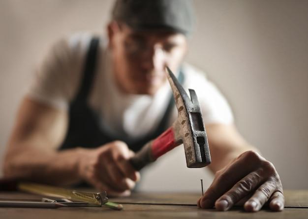 Carpinteiro e suas ferramentas