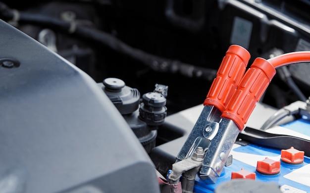 Carregador de bateria do veículo elétrico via jumper