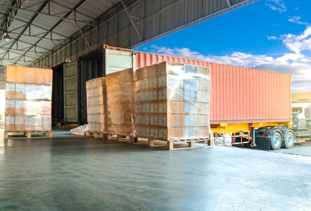 Carregamento de caixas de embalagem com expedição contêiner de carga embarque entrega logística de caminhão de frete de carga