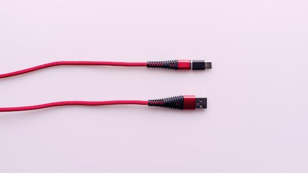Carregamento e conexão do cabo vermelho usb para micro com adaptador tipo c