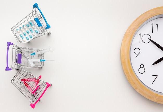 Carrinho de brinquedo com comprimidos comprimidos