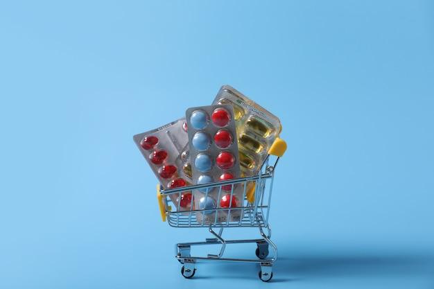 Carrinho de compras cheio de comprimidos