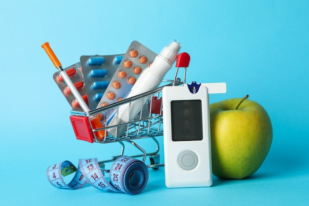 Carrinho de compras com acessórios para diabetes