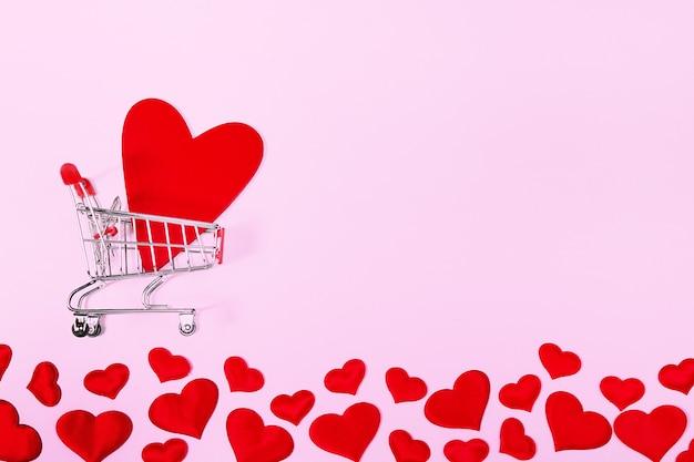 Carrinho de compras com coração vermelho para web design, cartão postal, banner.