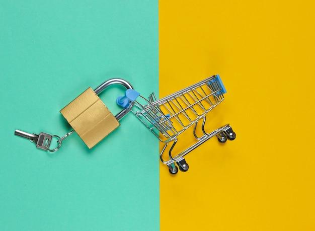 Carrinho de compras com fechadura e chaves