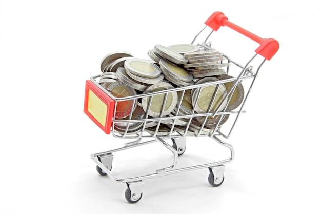 Carrinho de compras com moedas de riqueza total