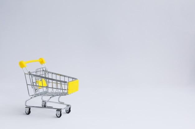 Carrinho de compras de mercearia pequena de metal