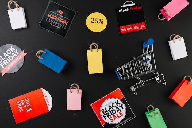 Carrinho de compras entre adesivos de venda