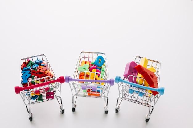 Carrinhos de compras sexta-feira preta de alto ângulo