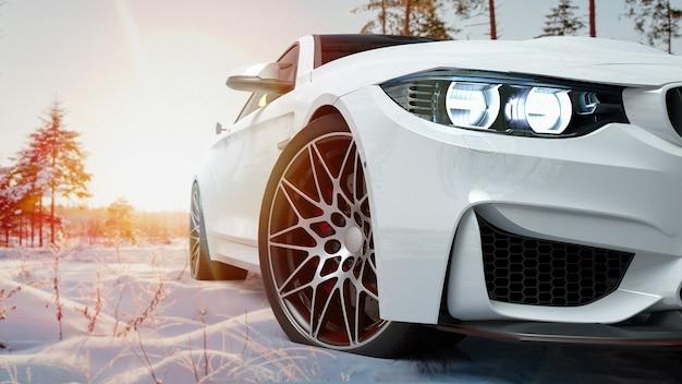 Carro branco na neve.