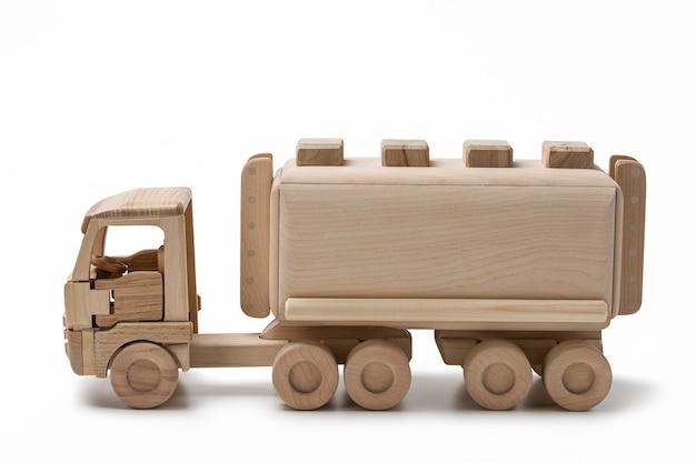 Carro de brinquedo com tanque de combustível.