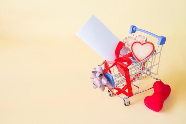 Carro de compras com o conceito de dia dos namorados