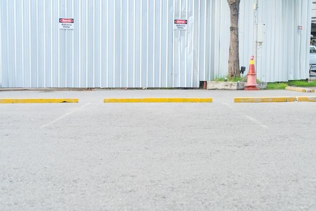 Carro de estacionamento vazio