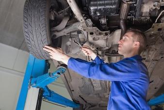 Carro de reparação mecânico masculino