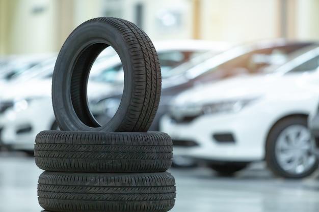 Carro do pneu sobresselente, mudança sazonal do pneu