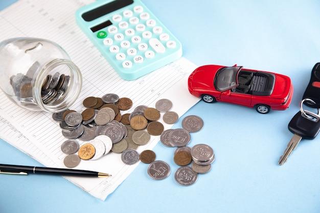 Carro e calculadora com moedas no documento
