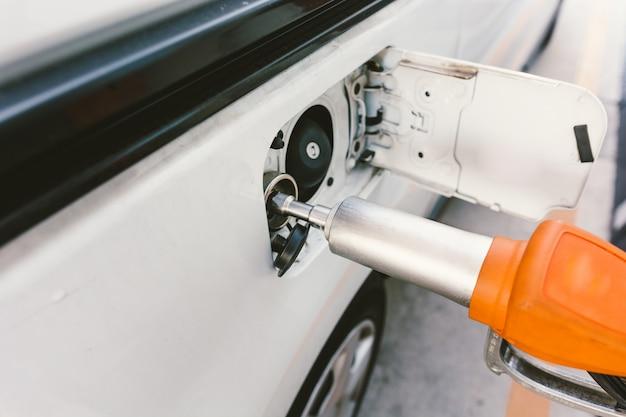 Carro ecológico que funciona com gás natural.