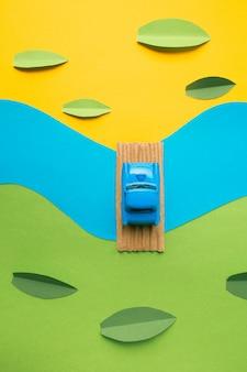 Carro em miniatura vintage na paisagem falsa