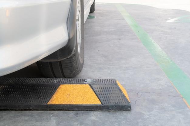 Carro, estacionado, com, rodas, rolha