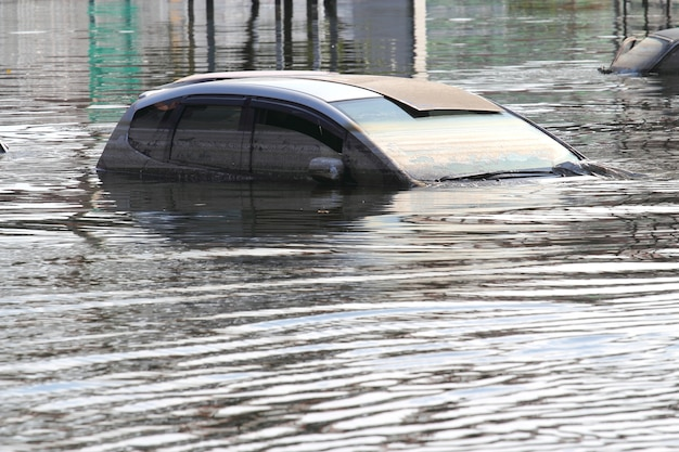 Carro inundado