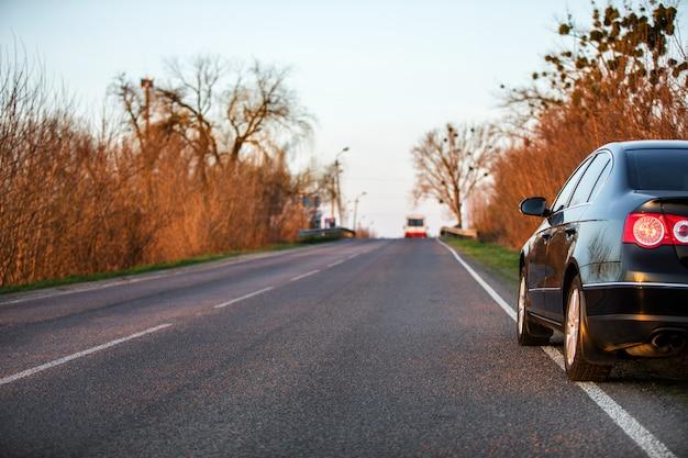 Carro, ligado, estrada asfalto, em, verão