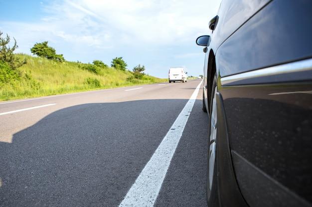 Carro, ligado, estrada asfalto