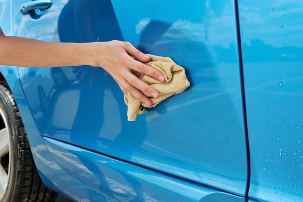 Carro moderno azul para limpeza de mãos com microfibra c
