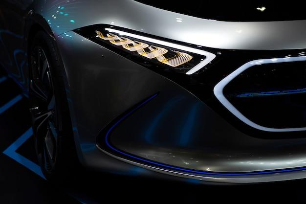 Carro moderno elétrico para futuro motor