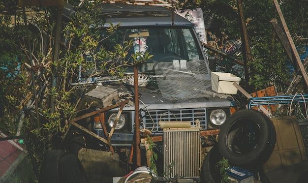 Carro naufrágio velho lixo
