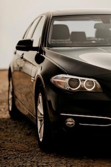 Carro preto moderno de prestígio de perto