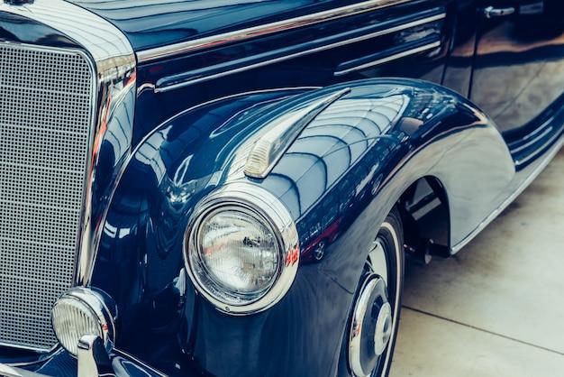 Carro retrô de transporte vintage