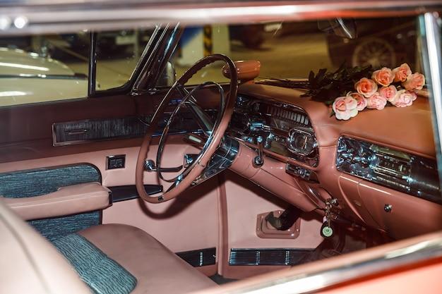 Carro retro rosa interior close-up